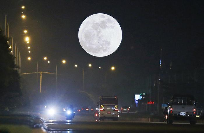 [Bộ sưu tập 2021] Tổng hợp những hình ảnh Mặt Trăng đẹp nhất 12