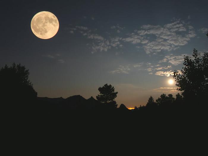 [Bộ sưu tập 2021] Tổng hợp những hình ảnh Mặt Trăng đẹp nhất 4
